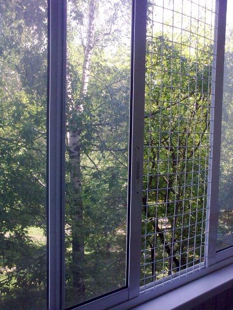 Как сделать сетку на балконные окна